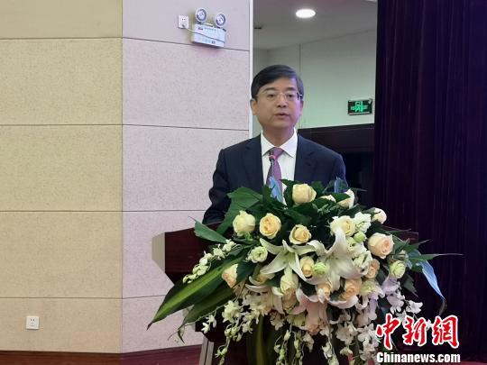 农工党中央副主席兼秘书长、农工党中央书画院院长曲凤宏致辞。 赵万江 摄