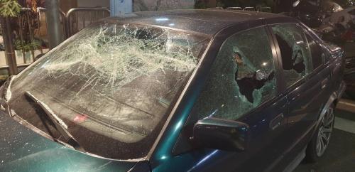 台北约20人持械砸毁轿车车窗被店家放鞭炮吓跑失贞弃妃不承恩