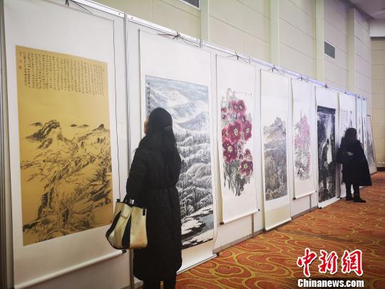 庆祝改革开放40周年?美丽中国?多彩贵州?名家书画邀请展现场。 赵万江 摄
