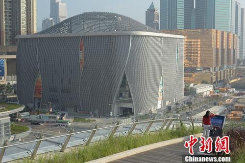香港西九文化区东侧的戏曲中心(戏曲中心)在经过了10多年的筹建后,即将在12月30日举办开台日。<a target='_blank'  data-cke-saved-href='http://www.chinanews.com/' href='http://www.chinanews.com/'><p  align=