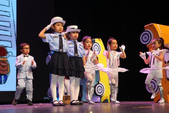 精彩的交通安全儿童剧表演
