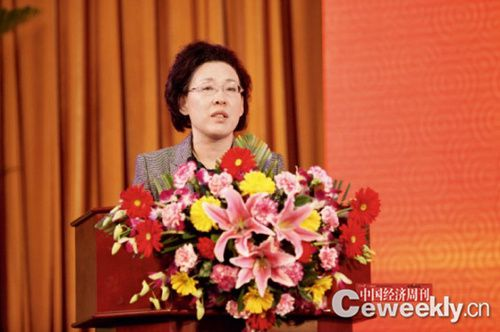 国务院国资委副主任黄丹华在中国经济论坛开幕式上发外主旨演讲