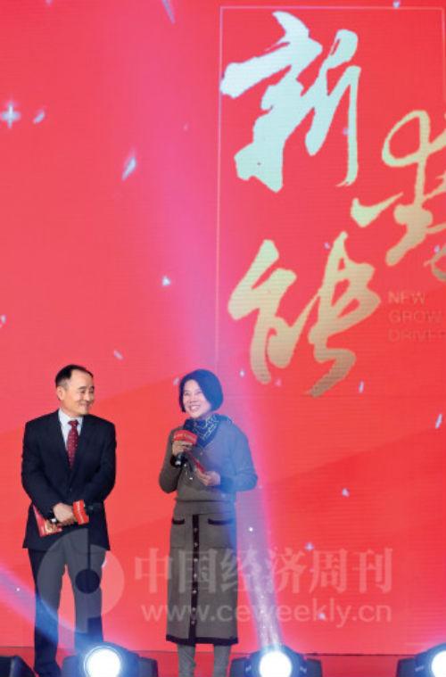 行为《中国经济周刊》的老友人,董明珠曾三次受邀与《中国经济周刊》杂志社社长兼总编辑季晓磊共同主持中国经济论坛。