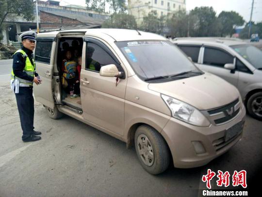7座送28名幼儿回家广西幼儿园驾驶员被查