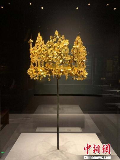 蒂拉丘地遗址的金冠。 鲁毅 摄