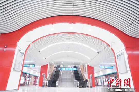 2018年12月30日,北京地铁6号线西延、8号线三期南段及四期正式建成通车。 杜燕 摄