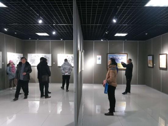 """""""跨年・跨界""""宁夏红麦地艺术联展在银川举行"""