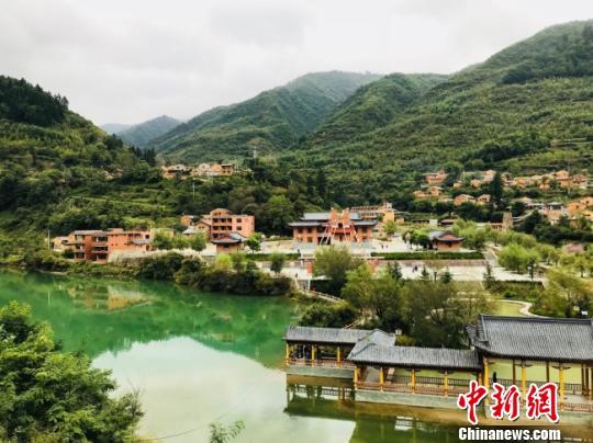 图为甘肃陇南市宕昌县打造的具藏羌风情的文化旅游地。(资料图) 闫姣 摄