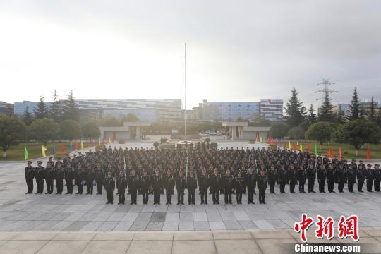 图为换装仪式现场 云南出入境边防检查总站供图 摄