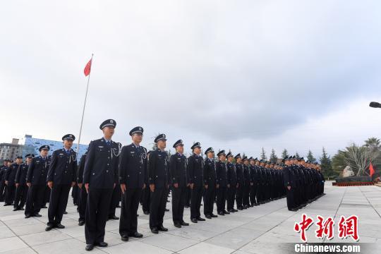 图为整齐列队的民警 云南出入境边防检查总站供图 摄