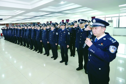湖南省公安厅特勤局集体换装入警