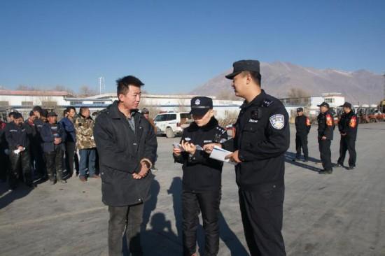 西藏拉萨西站货场派出所开展打击倒票宣传