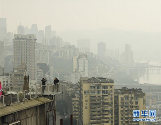 (社会)(4)重庆老街游升温