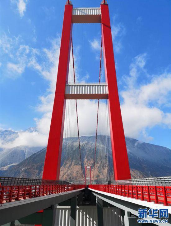 """(经济)(8)川藏""""新干线""""雅康高速公路全线建成并试通车"""
