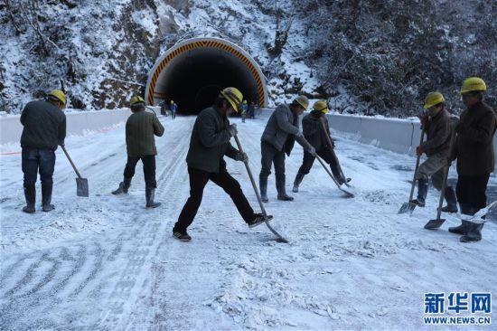 """(经济)(7)川藏""""新干线""""雅康高速公路全线建成并试通车"""