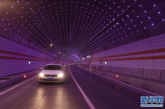 """(经济)(4)川藏""""新干线""""雅康高速公路全线建成并试通车"""