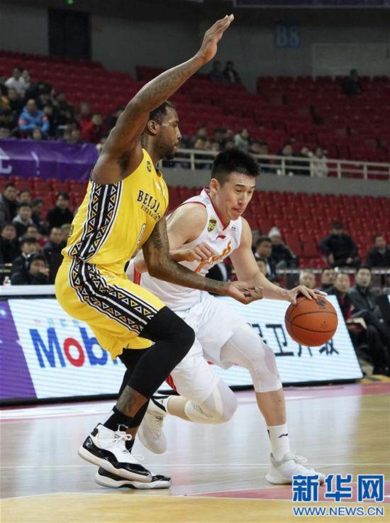 (体育)(1)篮球――CBA:八一南昌胜北京农商银行