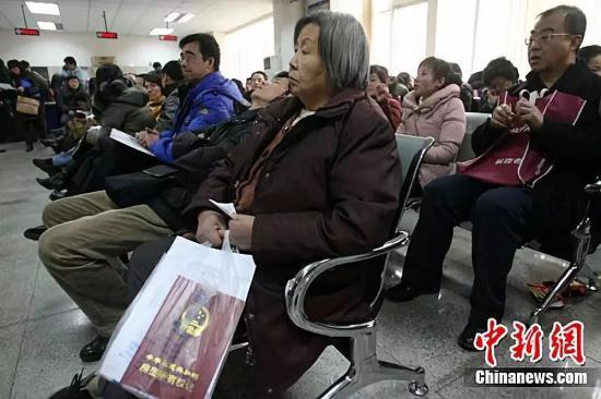 资料图:图为北京市海淀区房管局办事大厅。<a target='_blank'  data-cke-saved-href='http://www.chinanews.com/' href='http://www.chinanews.com/'><p style=