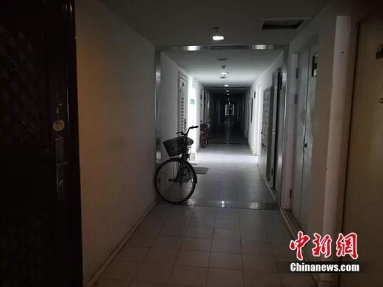 北京像素每层30户,走廊又暗又长。<a target='_blank'  data-cke-saved-href='http://www.chinanews.com/' href='http://www.chinanews.com/' ><p style=
