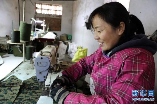 河南:小缝纫巧脱贫 与乡邻共致富