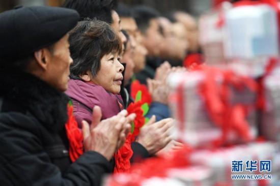 """(社会)(6)农村股份制合作社让农民领上""""年终奖"""""""