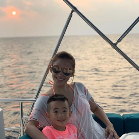 陳小春晒老婆照片驚現孕期保健品配文暗示有二胎