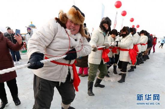 (社会)(1)内蒙古达里诺尔湖冬捕旅游热