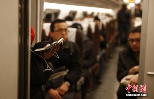 资料图:燕郊开往北京的动车。 <a target='_blank'  data-cke-saved-href='http://www.chinanews.com/' href='http://www.chinanews.com/'><p  align=