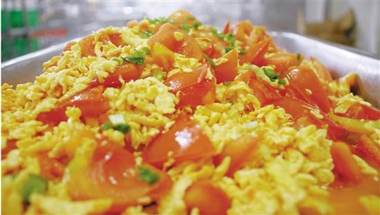 杭州一高校食堂番茄炒蛋成爆款年用鸡蛋排队可绕钱塘江两圈