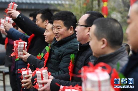 """(社会)(2)农村股份制合作社让农民领上""""年终奖"""""""