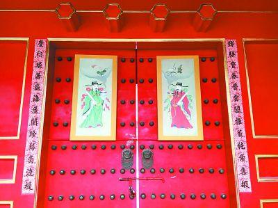 紫禁城里春节元素无处不在 故宫博物院实景展出春联年画