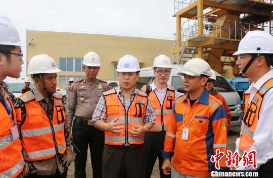 中国驻印尼大使考察中企承建塔卡拉燃煤电站项目(图)