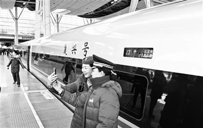 """17辆超长版""""复兴号""""昨京沪高铁线首秀"""