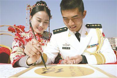"""""""秀禾红""""遇上""""海军白"""" 军婚的样子如此美丽"""
