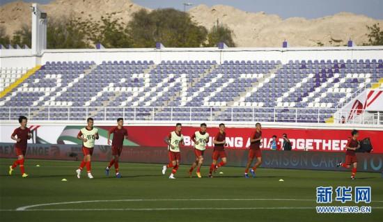 (亚洲杯)(6)足球——中国队进行场地适应训练