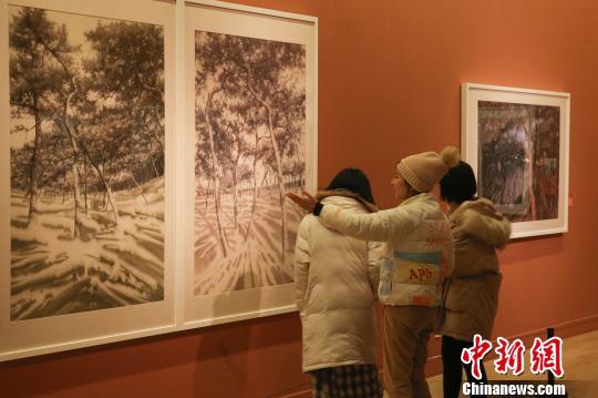 """""""风生水起――当代中国水彩画作品展""""现场 杜洋 摄"""
