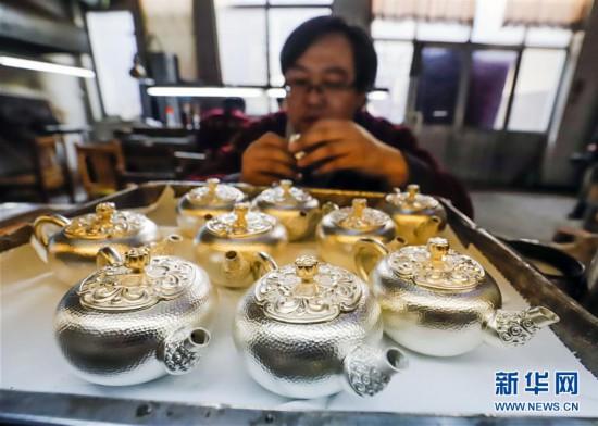 #(经济)(2)河北遵化:银器加工助农增收