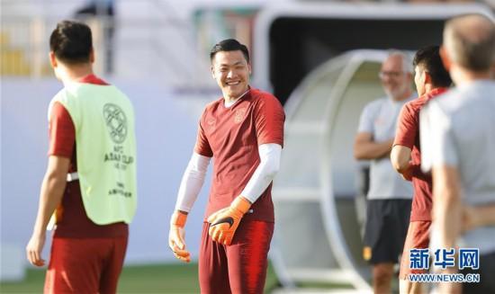 (亚洲杯)(7)足球——中国队进行场地适应训练