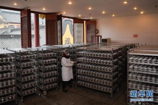 (社会)(1)杭州灵隐寺开熬腊八粥 将免费发放30万份