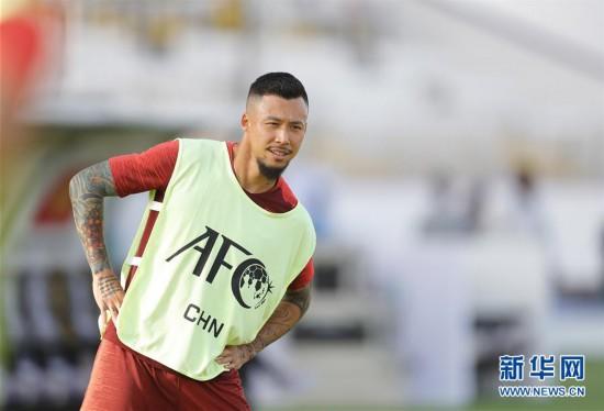 (亚洲杯)(8)足球——中国队进行场地适应训练