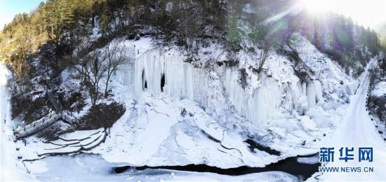 (美丽中国)(1)当流动的美定格――吉林十五道沟冰瀑奇观