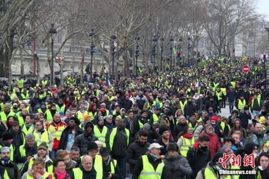 法国总理宣布一系列惩罚措施应对暴力示威活动