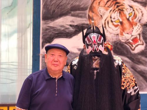 尚长荣(左)与舒桐。受访者供图