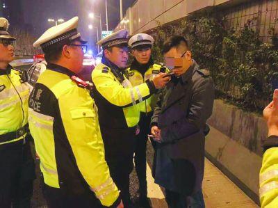 南京一男子酒后驾车被查 欲行贿2万元脱身