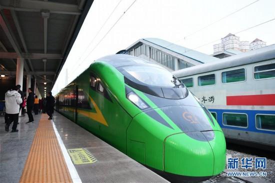 """(社会)(1)兰渝铁路开行时速160公里""""复兴号""""动车组"""