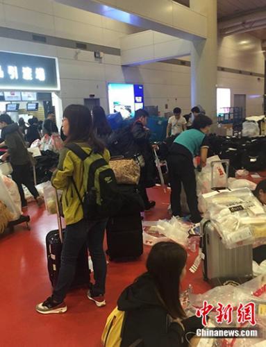 资料图:韩国仁川机场的中国代购。受访人供图