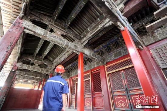 资料图:北京故宫养心殿修缮项目现场。<a target='_blank'  data-cke-saved-href='http://www.chinanews.com/' href='http://www.chinanews.com/'><p  align=
