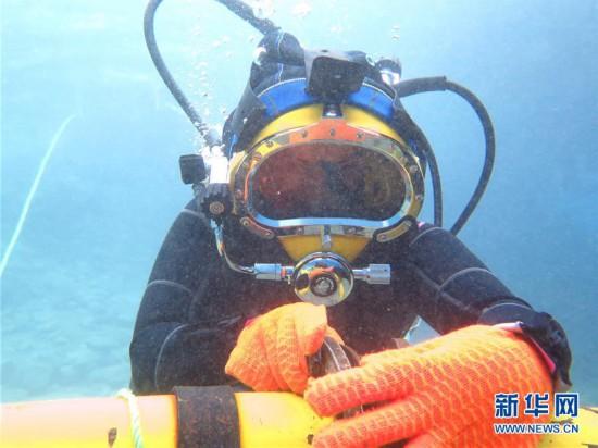 (国际・图文互动)(4)通讯:水下追梦――记埃及首位女性水下焊接工程师