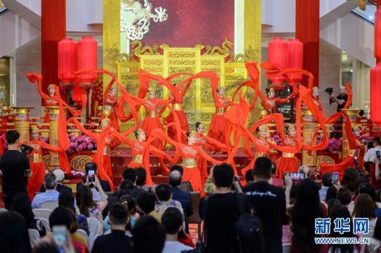 (国际)(1)吉隆坡:金光闪闪迎新春 红红火火过大年