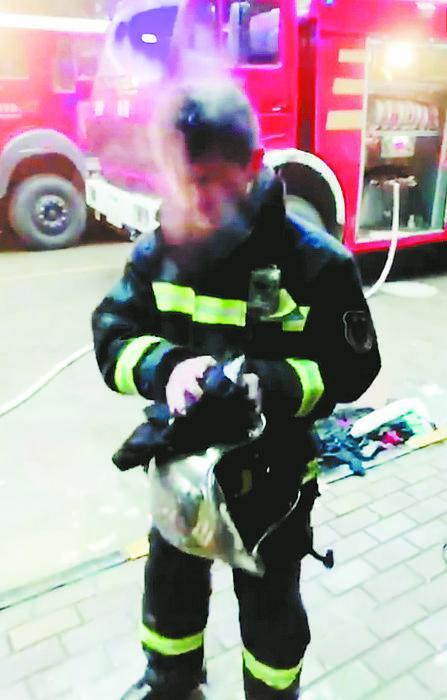 """最美""""烟熏妆"""" 合肥消防员的一个小视频火了"""